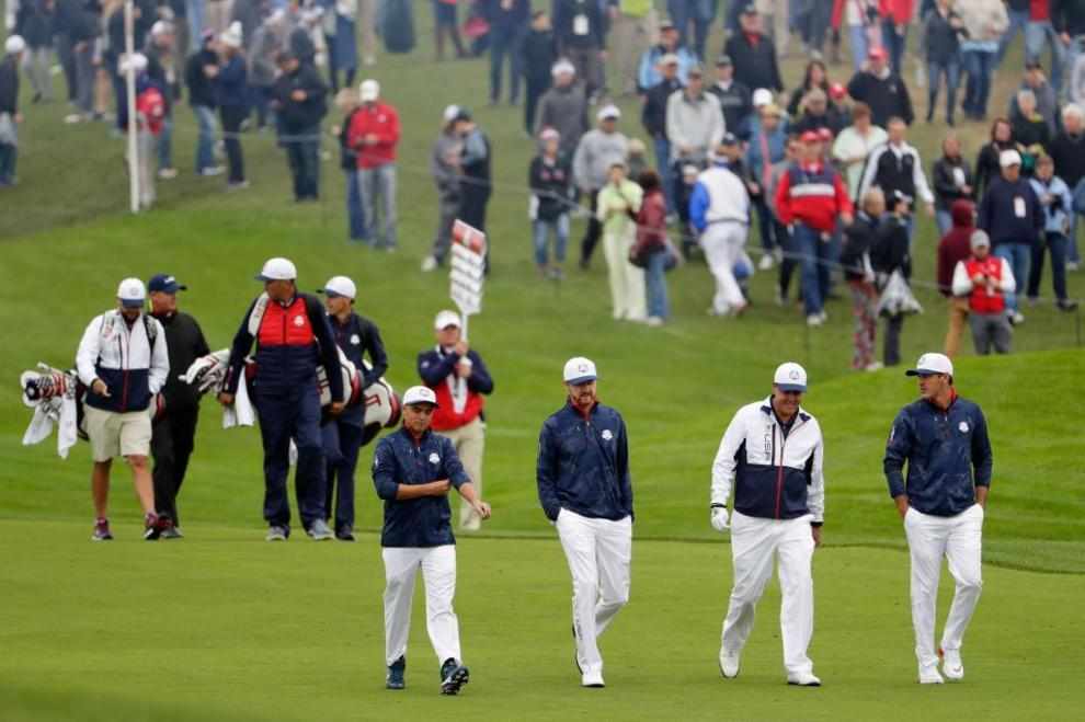 Rickie Fowler, Jimmy Walker, Phil Mickelson y Brooks Koepka (EE.UU) de...