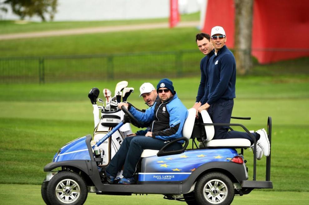 Rafa Cabrera y Martin Kaymer de camino a la previa de la Ryder Cup.