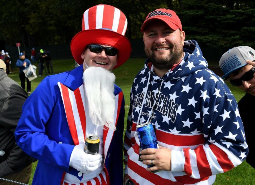 Aficionados americanos apoyando a su equipo en la previa de la Ryder...