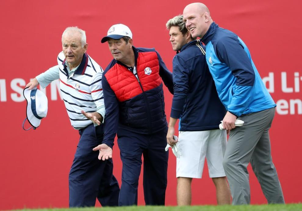 Bill Murray, Huey Lewis, Niall Horan y Paul O'Connell posando en el...