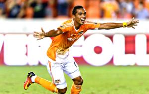 Mauro Manotas celebra un gol el d�a de su hat trick