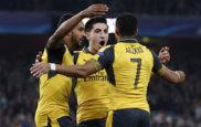 Alexis, Beller�n y Walcott celebran uno de los goles del Arsenal.
