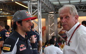 Carlos Sainz y Helmut Marko, en el pasado GP de Alemania.