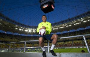 Jonathan dos Santos (26) posa para MARCA en la grada del estadio Arena...