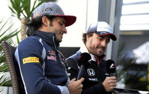 Carlos Sainz y Fernando Alonso durante el GP de Rusia