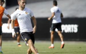 �lvaro Medr�n durante un entrenamiento del Valencia