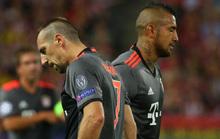 Rib�ry y Vidal, cabizbajos durante el partido ante el Atl�tico.