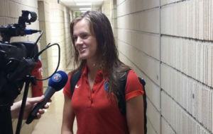 Irene Paredes realizando una entrevista en los medios oficiales del...