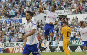 �ngel celebra un gol con el Real Zaragoza.