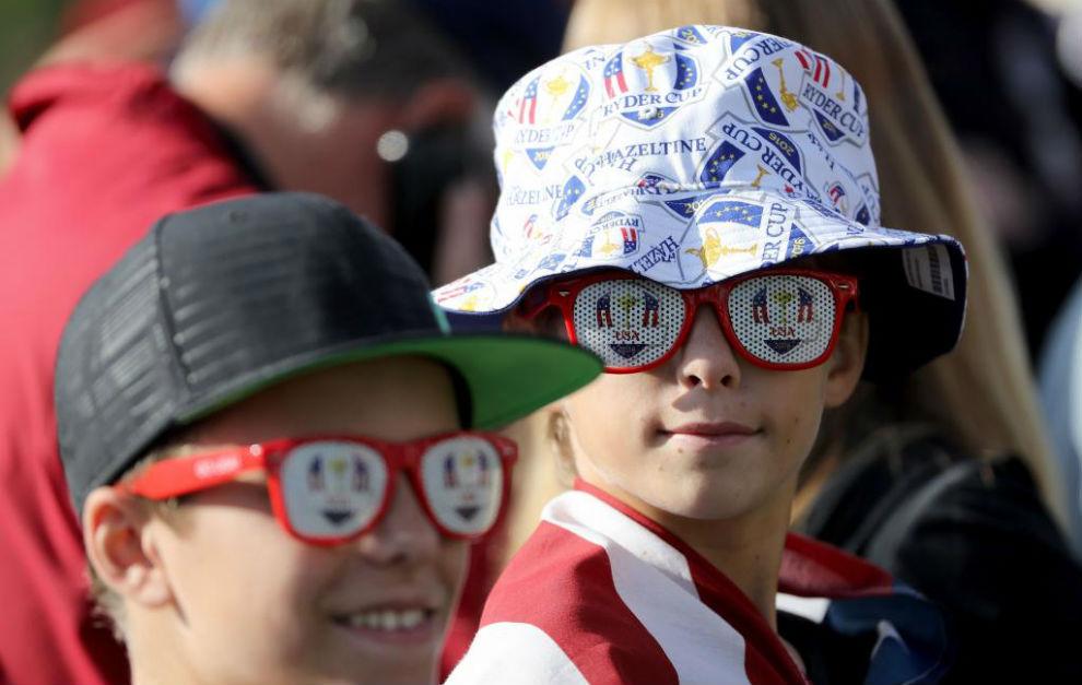 Al golf hay que ir preparado, y si no que se lo digan a estos jóvenes...