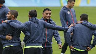 Keylor Navas sonríe durante un entrenamiento con Costa Rica.