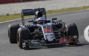 Fernando Alonso pilota su McLaren en el Circuito de Sepang.