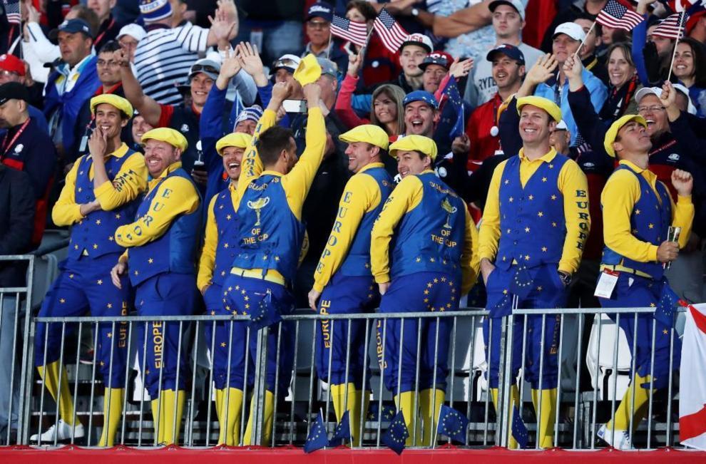 Los seguidores de Europa celebran los golpes de sus jugadores