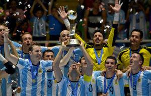 Los jugadores argentinos celebran el título logrado en Colombia.