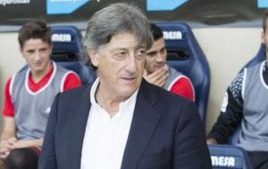 Enrique Mart�n, entrenador de Osasuna.