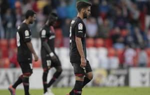 Los jugadores del Mallorca, cabizbajos tras la derrota en el Anxo...