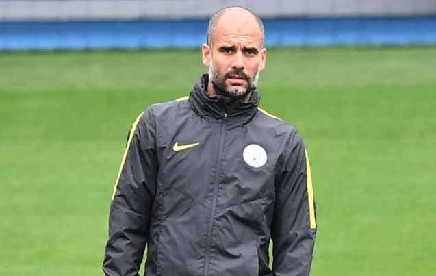 El técnico del Manchester City dirigiendo un entrenamiento