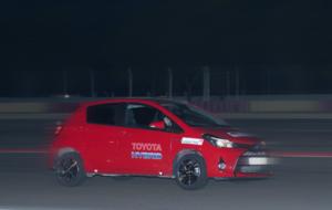 Uno de los modelos híbridos de Toyota durante el tramo nocturno de la...