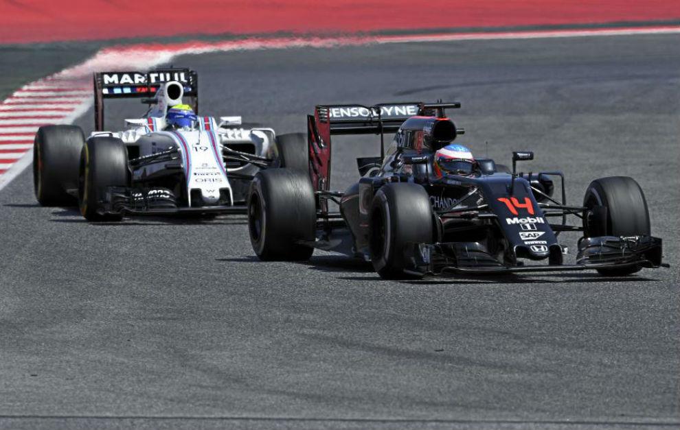 Alonso rueda delante de Felipa Massa en el pasado Gran Premio de...