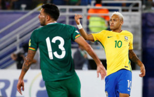 Neymar celebra su gol ante Bolivia.