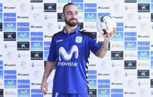 Ricardinho posa con la camiseta del Movistar Inter.