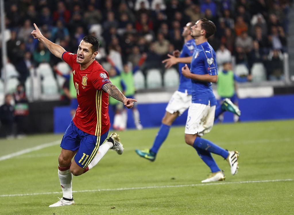 Vitolo celebrando su gol ante Italia.