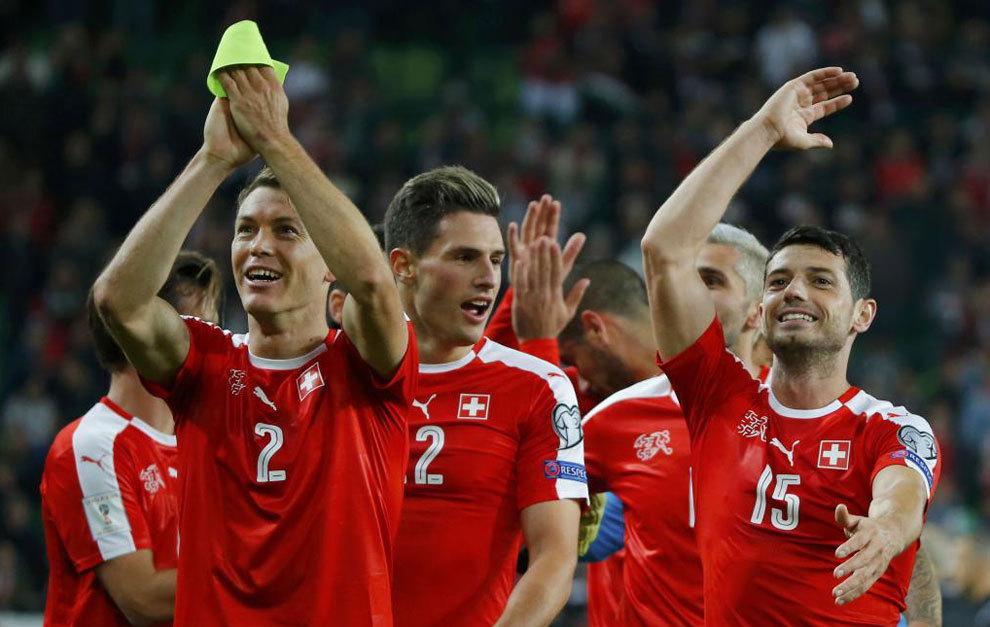Los jugadores de Suiza celebran su triunfo.