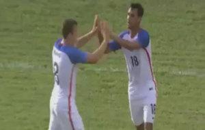 Los jugadores de EEUU celebran uno de sus goles a Cuba.