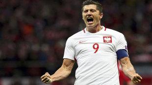 Lewandowski celebra uno de sus goles a Dinamarca.