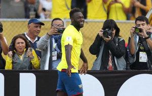 Felipe Caicedo celebra su gol ante Chile