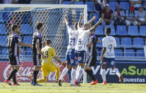 Los jugadores del Tenerife celebrando un gol ante el Valladolid