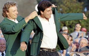 Langer pone su primera chaqueta verde de vencedor de Augusta a...