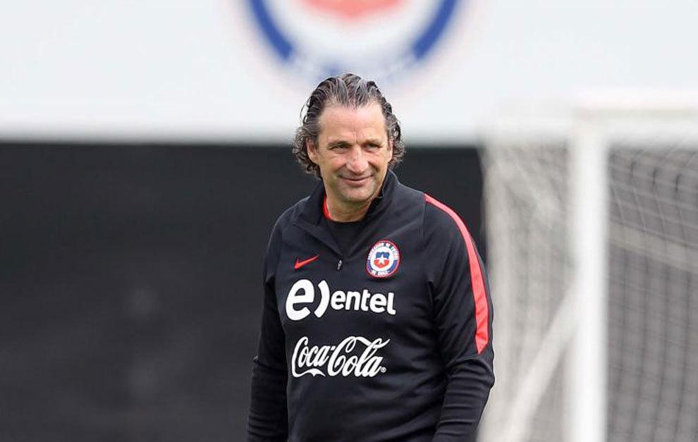 Pizzi, en el entrenamiento de Chile.