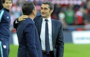 Valverde saluda a Eusebio en el derbi de la temporada pasada en San...