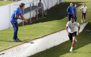 Prandelli anima a Santos en el ejercicio f�sico de las rampas.