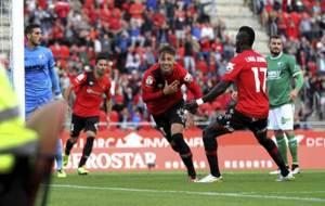 Brandon celebra uno de los tres goles que anot� el domingo al Huesca