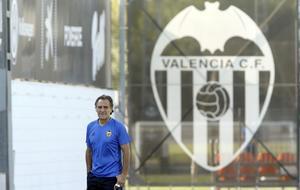Prandelli en el entrenamiento del Valencia