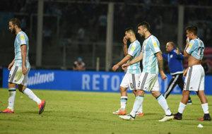 Higua�n, Ag�ero, Pratto y Dybala se marchan del campo tras perder...