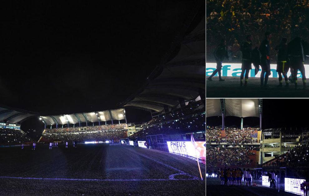 Los focos del estadio fallaron en una noche lluviosa en Mérida.