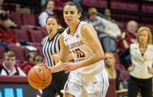 Leticia Romero jugando con Florida State en la NCAA