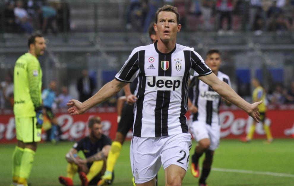 Lichtsteiner, celebrando un gol con la Juventus.
