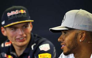 Max Verstappen y Lewis Hamilton, en una rueda de prensa de esta...