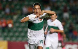 Pedro S�nchez celebra un gol con el Elche esta temporada.