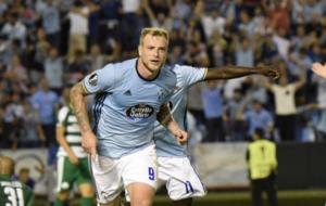 Guidetti celebra un gol ante el Panathinaikos