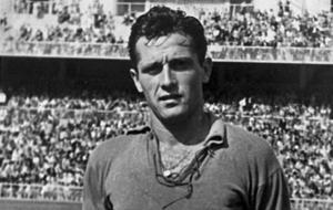 El jugador del Espanyol antes de un partido en Chamart�n.