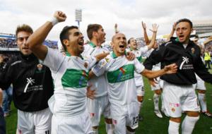 �ngel y Xumetra celebran junto a sus compa�eros una victoria del...