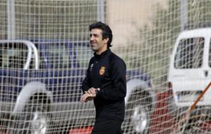 �scar Bruz�n, dirigiendo su primer entrenamiento con el Mallorca