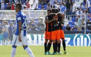 Los jugadores del Valencia celebran la victoria en Butarque.