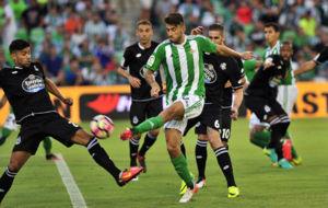 Piccini ante Juanfran en el partido de Liga del pasado mes de agosto