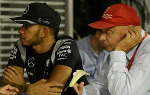 Niki Lauda, junto a Lewis Hamilton.